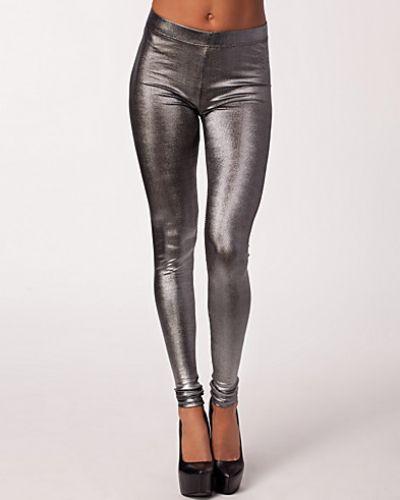Till dam från B.Young, en silver leggings.