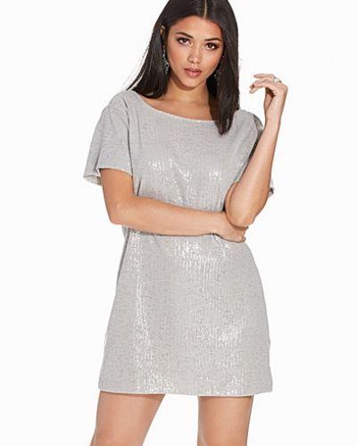 Mausi Dress Motel klänning till dam.