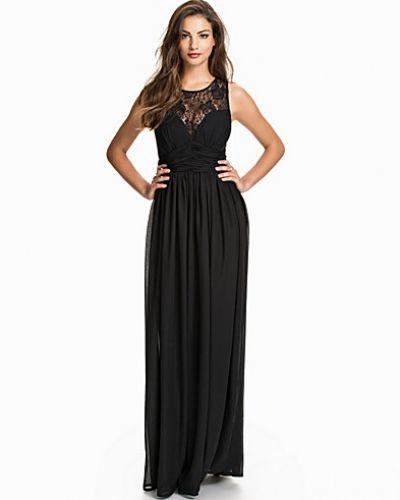 Till dam från Nly Eve, en svart maxiklänning.