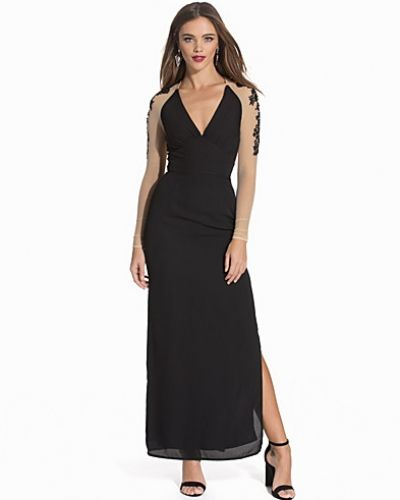 Till dam från Elise Ryan, en svart maxiklänning.