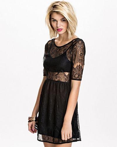 Till dam från Minkpink, en svart klänning.