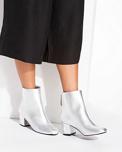Silver känga från Nly Shoes till dam.