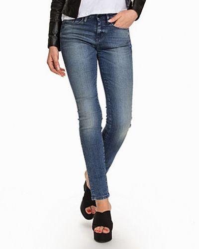 Till dam från Calvin Klein Jeans, en blå slim fit jeans.