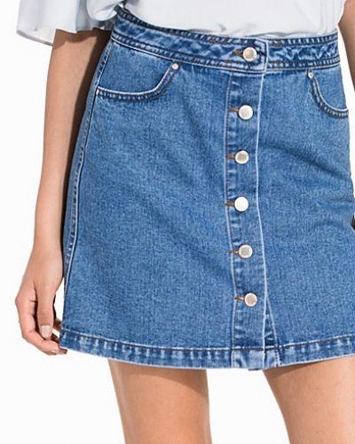 Jeanskjol Mid Wash Button Mini Skirt från Miss Selfridge
