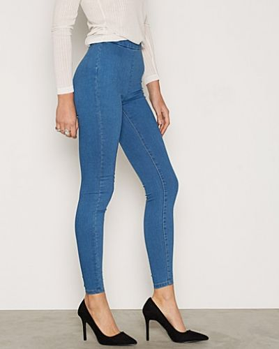 Till dam från Miss Selfridge, en blå slim fit jeans.