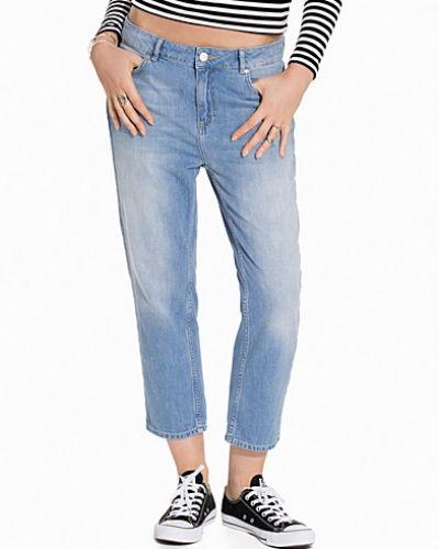 Twist & Tango boyfriend jeans till tjej.