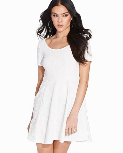 Till dam från Sally&Circle, en vit klänning.