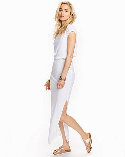 Till tjejer från Sally&Circle, en vit studentklänning.