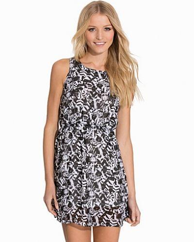Till dam från Sally&Circle, en svart klänning.