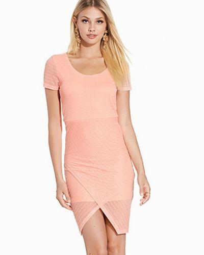 Till dam från Rut&Circle, en rosa klänning.