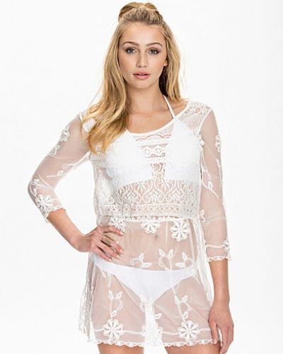 Till dam från NLY Trend, en vit tunika.
