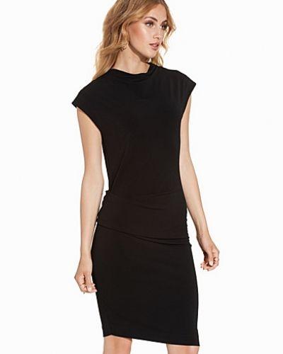 Till dam från By Malene Birger, en svart klänning.