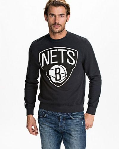 Till killar från Mitchell & Ness, en sweatshirts.