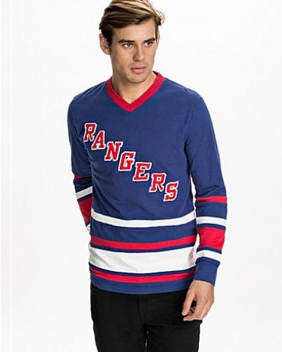 Till killar från Mitchell & Ness, en blå sweatshirts.