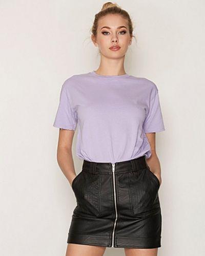 Till dam från Topshop, en lila t-shirts.