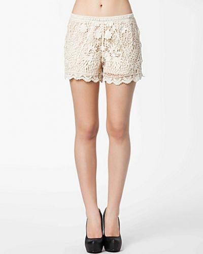 Till dam från VILA, en shorts.