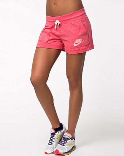 Till dam från Nike, en metallicfärgad träningsshorts.