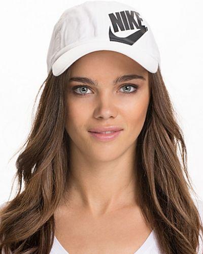 Nike huvudbonad till dam.