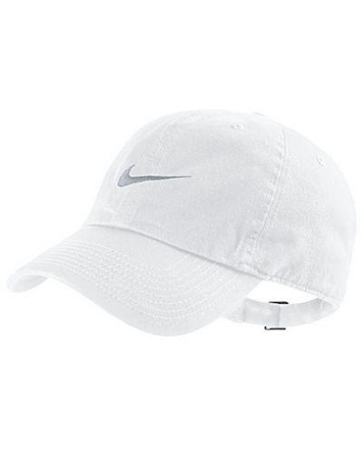 Vit huvudbonad från Nike till dam.