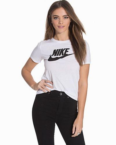 Vit t-shirts från Nike till dam.