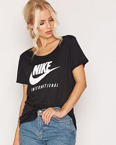 Nike t-shirts till dam.