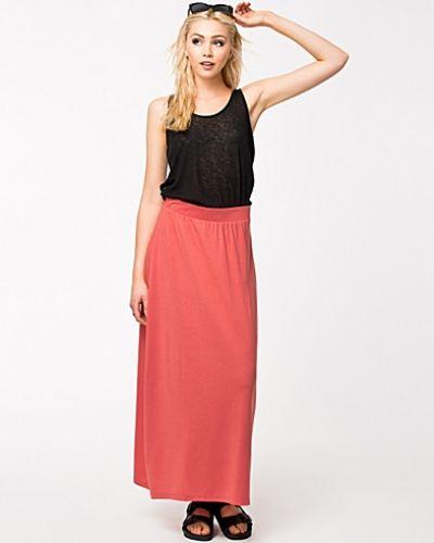 Till tjej från Vero Moda, en röd långkjol.