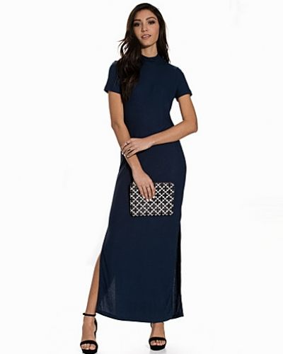 Till dam från Noisy May, en blå maxiklänning.