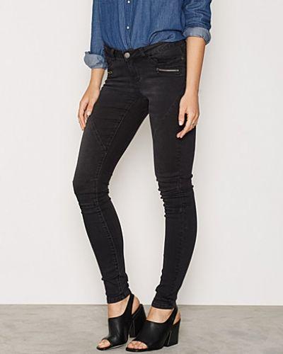 Slim fit jeans NMEVE LW SS 2 ZIP JEANS BLACK NOOS från Vero Moda