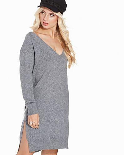 Till dam från Noisy May, en grå långärmad klänning.