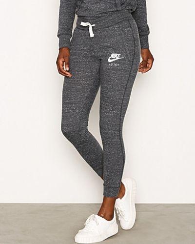 Till dam från Nike, en silver byxa.