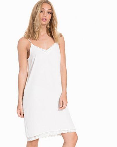 Till dam från Object Collectors Item, en vit miniklänning.