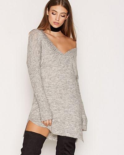 Till dam från Object Collectors Item, en grå klänning.