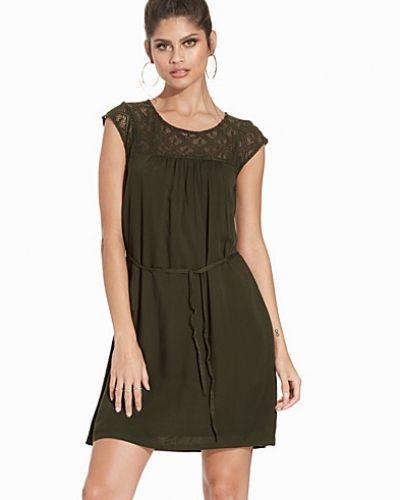 Till dam från Object Collectors Item, en grön klänning.
