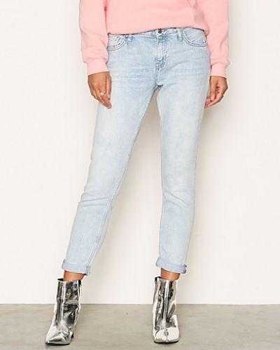 Till dam från Topshop, en slim fit jeans.