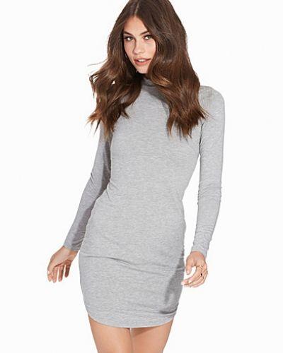 Off Duty Dress NLY Trend klänning till dam.