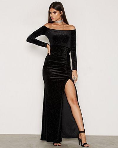 Till dam från Nly Eve, en svart långärmad klänning.