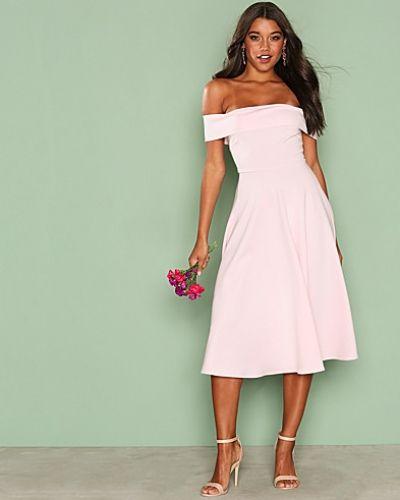 Till dam från NLY One, en rosa midiklänning.
