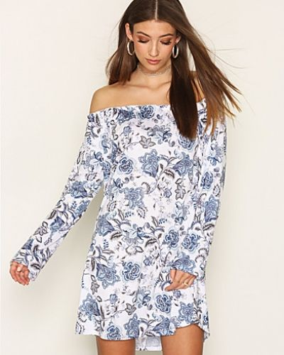 Off Shoulder Print Dress NLY Trend klänning till dam.