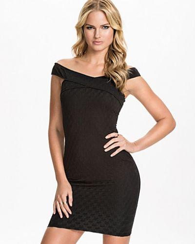Till dam från Ax Paris, en svart festklänning.