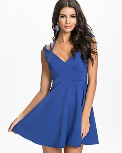 Blå klänning från Oneness till dam.