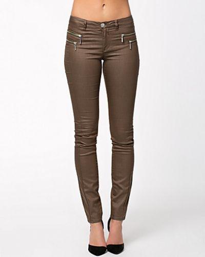 Till dam från ONLY, en metallicfärgad leggings.