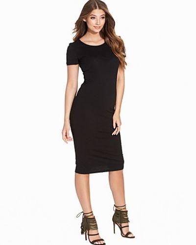Till dam från ONLY, en svart klänning.