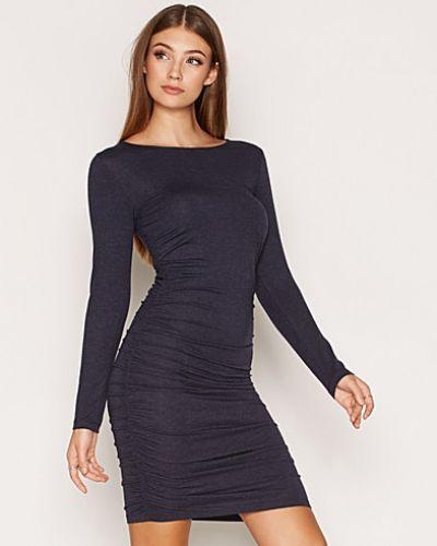 Till dam från ONLY, en blå klänning.