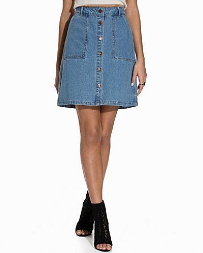 Till tjejer från ONLY, en blå jeanskjol.