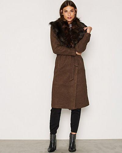 Till dam från ONLY, en brun kappa.