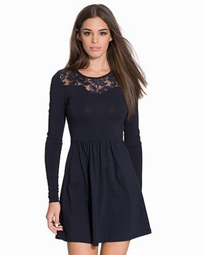 Blå långärmad klänning från ONLY till dam.