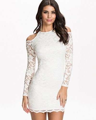 Studentklänning Open Shoulder Lace Dress från NLY One