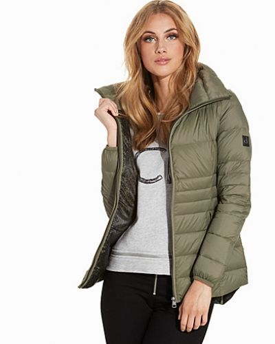 Till dam från Calvin Klein Jeans, en grön höst- och vinterjacka.