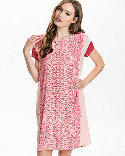 Osara Dress Custommade klänning till dam.
