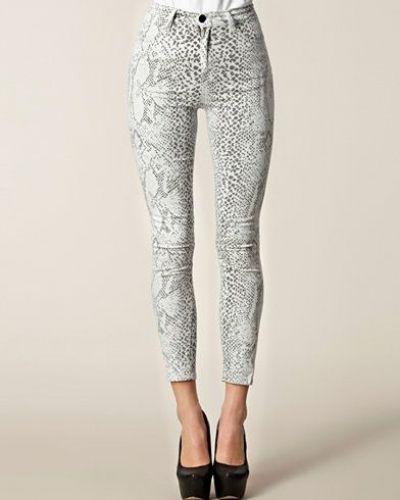 JUST FEMALE slim fit jeans till dam.